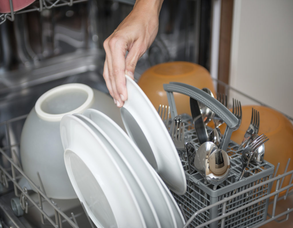 Hand (un)loading the Dishwasher