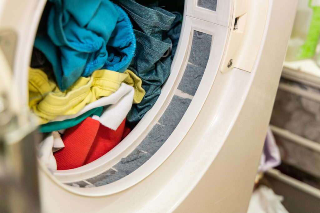 How To Stop Lint From Sticking To Your Clothes - Glotech Repairs